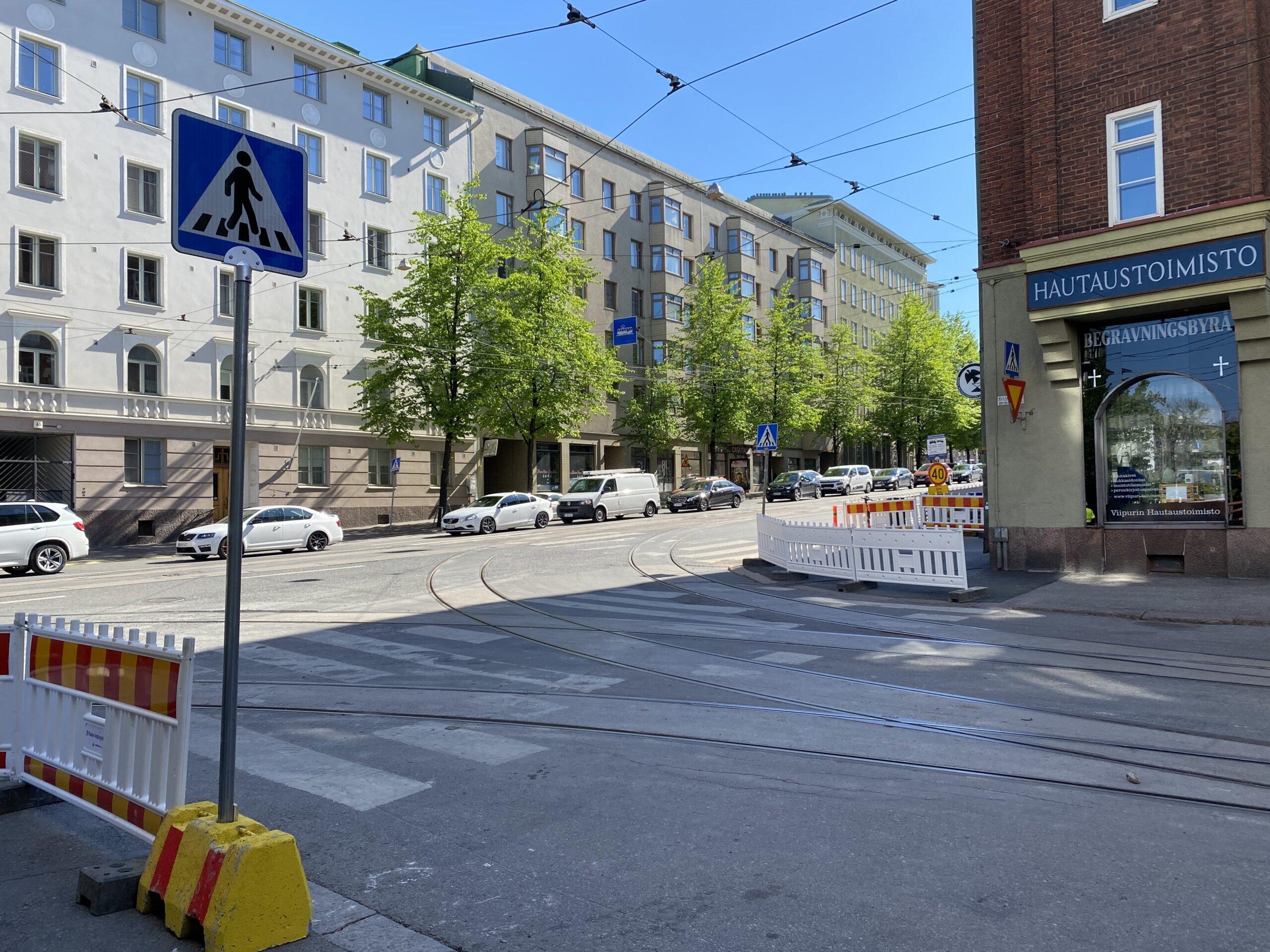 Kasin katutyöt Ruusulankadun ja Runeberginkadun risteyksessä