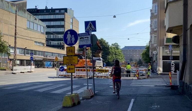Pyöräiljä ja poikkeusjärjestelyt Helsinginkadulla