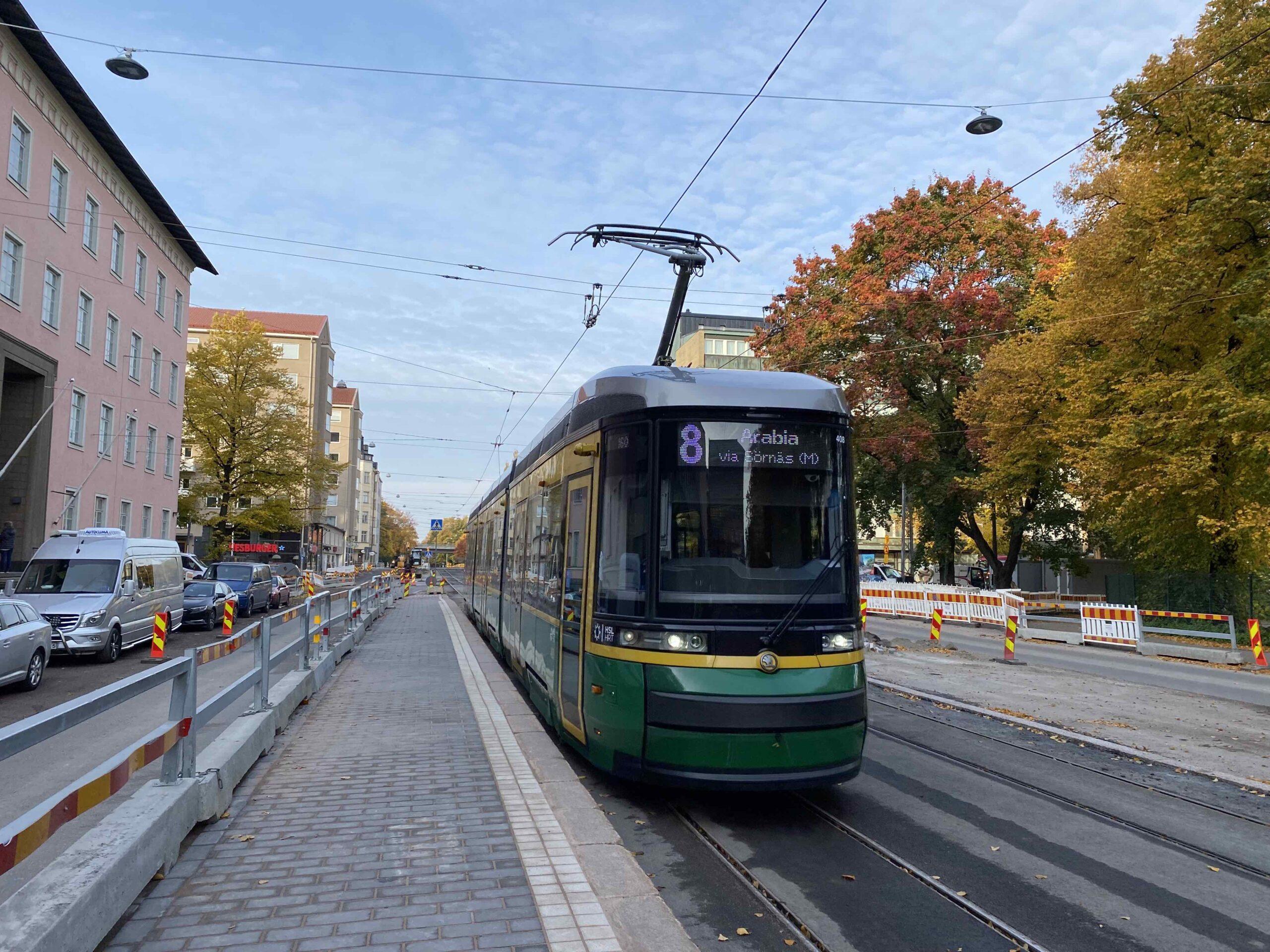 Ratikka 8 palannut Helsinginkadulle